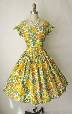 50's Floral Dress // by TheVintageStudio