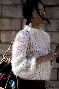 Gorgeous fluffy sweater - NEED THIS for my wardrobe! | Stylish outfit ideas for women this fall and winter seasons