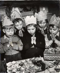 Grace is said before eating cakes at a Children's Christmas Party for three-year-olds at an Infants' School in Stoke-on-Trent, 1952 Vintage Christmas Photos, Christmas Pictures, Vintage Photos, English Christmas, Christmas Past, Xmas, Christmas Parties, Christmas Baking, Christmas Decor