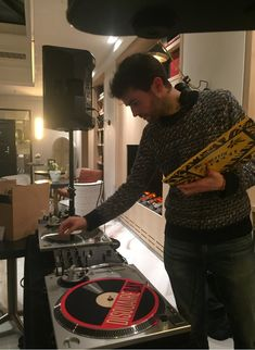 - January Evenings at Renaissance - Vinyl Mix thanks to all the team of Vinyles District and their groove !