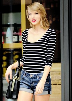 Taylor leaving a gym in New York (April 12). Yeah my hero's pretty adorable ;)