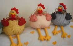 Panos e Contas - artesanatos em tecido: galinhas Sewing Projects For Beginners, Projects To Try, Country Chicken, Coq, Hens, Sewing Hacks, Baby Items, Decoration, Decoupage