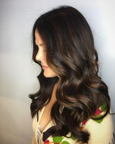 Gorgeous shiny dark chocolate balayage by Aveda Artist Bryce. Aveda color formula: Base color: D.nn, Capful of EQ solution.nn, Balayaged with Enlightener a few appointments ago. Toned with Vb, Lyo, Liquid Color Catalyst. Aveda Hair Color, Hair Colour For Green Eyes, Ombre Hair Color, Brown Hair Colors, Brunette Color, Brunette Hair, Dark Chocolate Brown Hair, Dark Brown, Brunettes