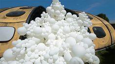 Charles Pétillon nechal bílé balóny podniknout invazi