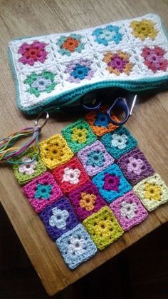 Crochet Granny Square Patterns @ Hooked by Marijtje: Zipper pouch from tiny granny squares Sac Granny Square, Point Granny Au Crochet, Motifs Granny Square, Crochet Motifs, Granny Square Crochet Pattern, Crochet Squares, Granny Square Projects, Crochet Stitches, Crochet Tote