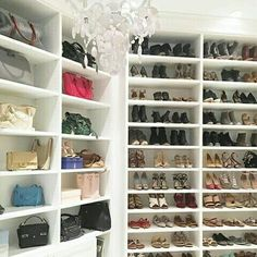 Ladies, I found another closet inspiration. A girl can never have enough shoes. 😍 by ・・・ While I love traveling, I hate living out of a suitcase, and now you can see why 👛🎒👡👠 Chic Office Decor, Fashionable Hostess, Built In Dresser, Shoe Wall, Style Me Pretty Living, Interior Styling, Interior Design, Dream Closets, Open Closets
