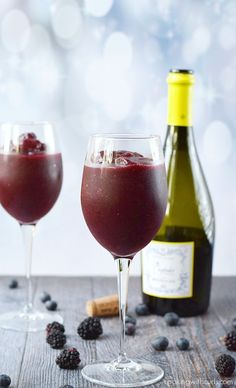 red wine slushie cocktails - they love wine and it's summer! a perfect treat. Perhaps title it something with a ski reference - get it, slushie. Ninja Blender Recipes, Ninja Recipes, Mexican Recipes, Grilling Recipes, Drink Recipes, Salad Recipes, Wine Smoothie, Smoothie Cleanse, Gastronomia