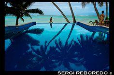 POLINESIA. COOK ISLAND: Rarotonga Island. Isla Cook. Polinesia. El sur del Océano Pacífico. Piscina del hotel de lujo Little Polynesian Resort en Rarotonga.