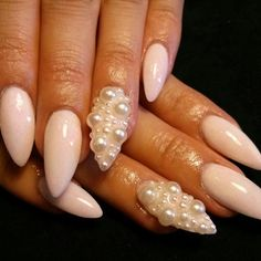 Stilettos and pearls Nail set