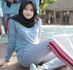 Hijab Gelis from Manado - Fairy Hijaber Beautiful Hijab Girl, Beautiful Muslim Women, Beautiful Asian Girls, Muslim Fashion, Hijab Fashion, Teen Fashion, Womens Fashion, Hijab Collection, Muslim Beauty