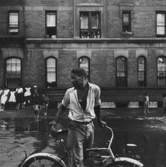 harlemcollective:  Untitled | Gordon Parks | 1948Harlem Collective is now on Facebook. Like us!