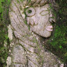 There is a winding path up a Costa Rican mountain that is bordered by a beautiful stone relief mural where the story of life in the jungle unfolds, as told thru the eyes and hands of artist Natalia Loaiza. I fell in love with this stunning #goddess and spent a great deal of time admiring her beauty. #costarica  #puravida #handmadejewelry #fomjewelry #featherofmaat