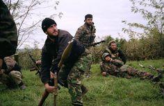chechen-rebels-during-a-russian-attack-second-chechen-war-chechnya-october-1999-chechen-men-caucasus-insurgency-russian-soldiers1.jpg (944×615)