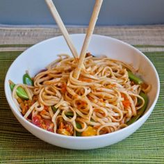 Forgotten Veggie Spicy Udon Noodle Bowl-- looks awesome. Just bought some udon noodles at trader joes last night for hella cheap and needed a recipe. Vegetarian Recipes, Cooking Recipes, Healthy Recipes, Vegetarian Times, Vegan Meals, Healthy Eats, Yummy Recipes, Noodle Bowls, Noodle Dish