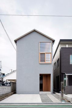 Kumatori House [House built in 5 m x 20 m] Minimalist House Design, Minimalist Architecture, Modern Architecture House, Small House Design, Japan Architecture, Japan Modern House, Compact House, Long House, Narrow House