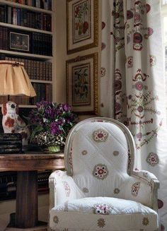 Kit Kemp ~ fabric at Chelsea Textiles - Bergere Chair in Suzani Stripe fabirc, Curtains in Suzani Large fabric, Staffordshire dog lamp. Chelsea Textiles, English Country Decor, Shabby, Painted Chairs, London Hotels, Take A Seat, Cottage Style, Cottage Chic, Beautiful Interiors