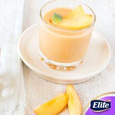 ¡Refresca tus mañanas con este delicioso licuado de durazno y coco!   El durazno es rico en vitamina C y potasio que ayuda a fortalecer tu sistema inmune e incrementar tu energía.  Necesitarás: - 1 durazno - ¼ de taza de crema de coco  ¼ de taza de yogurt natural  - ¼ de litro de leche de soya  - hielo   Licúa todos los ingredientes y listo.