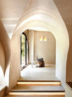 This is also rammed earth ; it can be used quite sculpturally, but the formwork costs more.