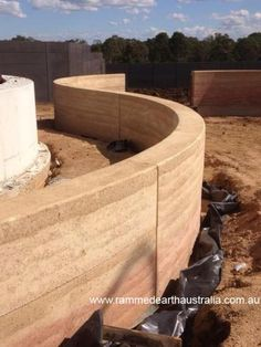Internal wall love the curved rammed earth wall (a little less pink) LB Rammed Earth Homes, Rammed Earth Wall, Sustainable Architecture, Sustainable Design, Residential Architecture, Contemporary Architecture, Pavilion Architecture, Architecture Photo, Natural Building