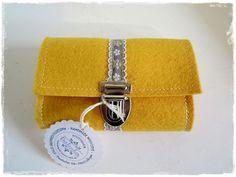 Filz-Portemonnaie Gelb aus Wollfilz, nutzbar als Geldbörse oder Gürteltasche, Schmuckband, Steckschloss,