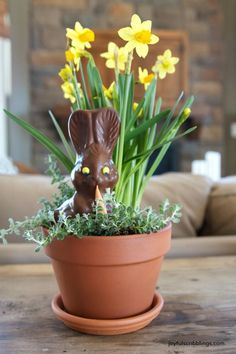 Simple Easter and Spring table centerpiece