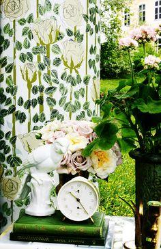 Rose - Beige from our wallpaper collection Summer Memories by Ulrika Gustafsson. Wallmural, Wallpaper, Photowall, Home decor, Fototapet, Valokuvatapetit.