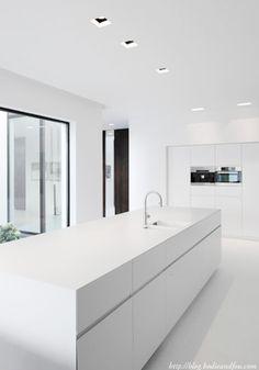 Paper Thin - The Kitchen Design Centre Modern Kitchen Cabinets, Modern Kitchen Design, Kitchen And Bath, New Kitchen, Kitchen White, Interior Exterior, Kitchen Interior, White Contemporary Kitchen, House Essentials