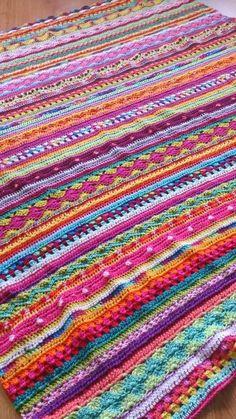 What a beautiful crochet blanket - so bright and happy! And so unlike Iv . : What a beautiful crochet blanket – so bright and happy! And so unlike Iv … – Decke häkeln – Beau Crochet, Crochet Afgans, Manta Crochet, Crochet Home, Love Crochet, Knit Or Crochet, Beautiful Crochet, Crochet Crafts, Crochet Stitches