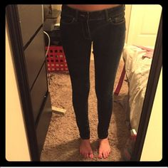 """PacSun Bullhead Low Rise Skinny Jeans x2 Sz 3R Two pairs of dark wash low rise skinny jeans. 25"""" waist, 35.5"""" Hip 20.5"""" Thigh and 29.5"""" Inseam. Good condition Bullhead Jeans Skinny"""