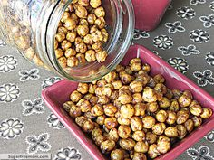 sweet and crispy garbanzo beans, high protein snack. I've made roasted garbanzo beans w/ a little bit of salt. I bet they are yummy this way as well. Roasted Chickpeas Snack, Chickpea Snacks, High Protein Snacks, Healthy Snacks, Healthy Recipes, Healthy Eats, Dog Food Recipes, Snack Recipes, Cooking Recipes