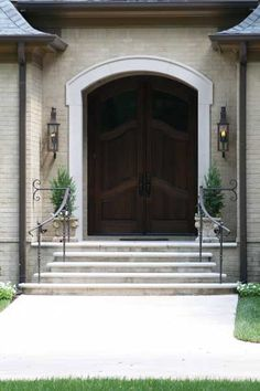 I like the rounded step mimicked by the rounded door frame. Wrought Iron Porch Railings, Porch Handrails, Exterior Handrail, Outdoor Stair Railing, Front Porch Railings, Hand Railing, Front Porch Steps, Small Front Porches, Brick Steps