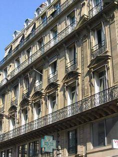 A sedate façade from the time of Haussmann