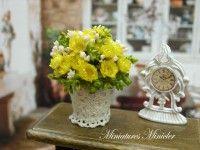 Miniaturní květina žluté květy