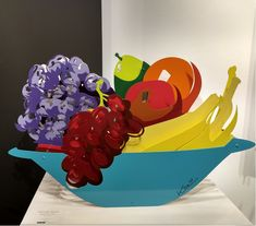 """Basket of Fruit"". Sculpture. El artista se llama Michael Kalish. (Oliver Cole Gallery, Miami, 2018)"