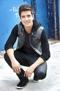 Couch Sesh: Live Q With Logan Henderson From BTR! on Cambio    Oh my god hes hilarious!!!!! <3 ya Logie!