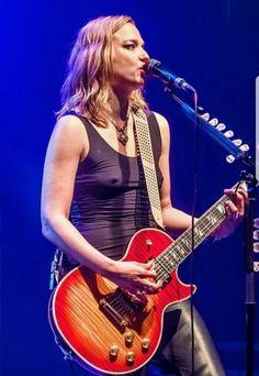 Lzzy Hale from Halestorm – Nuclear Celeb Nipples Fille Heavy Metal, Chica Heavy Metal, Heavy Metal Girl, Female Guitarist, Female Singers, Lzzy Hale, Sheryl Crow, Women Of Rock, Rocker Girl