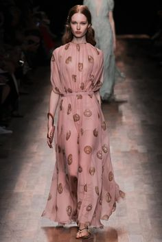Valentino Spring 2015 Ready-to-Wear Fashion Show - Grace Simmons