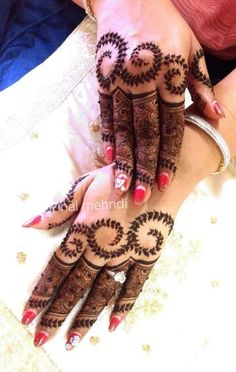 Image about heenna in mehndi😍 by Faizaツ on We Heart It Finger Mehndi Designs Arabic, Finger Mehndi Style, Simple Mehndi Designs Fingers, Rose Mehndi Designs, Mehndi Design Photos, Unique Mehndi Designs, Beautiful Mehndi Design, Latest Mehndi Designs, Fingers Design