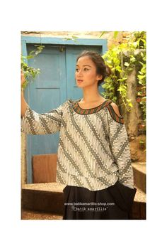 Batik Amarillis's painter's blouse 2-revamped More comfy, sweet, unique & romantic blouse with slit sleeve. AVAILABLE ! at Batik Amarillis webstore www.batikamarillis-shop.com