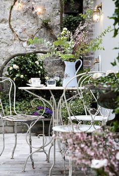 Gli ambientioutdoor provenzalisono ricchi di idee déco di grancharme.Se amate il sud della Francia eccoqualche consiglioper immaginarvi in Provenza e rendere più affascinanti la vostra terrazza o il vostro giardino. Con quel tocco inconfondibilmente french style in più... Per mettere a dimora