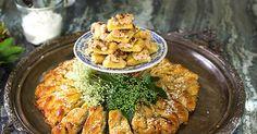 Ljuvliga mördegssnittar toppade med lemon curd, pistagenötter och maräng.