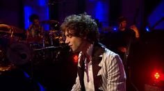 VIDEO - [HD] Mika performs Pick Up Off The Floor Live on Jools Holland 2009
