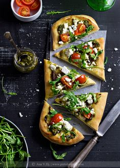 Goat cheese & pesto pizza - Pinch of Salt
