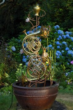 Garden sculpture made of musical instruments. Beautiful hydrangeas in the background. As a former French horn player, this made me smile. Music Decor, Art Decor, Music Garden, French Horn, Trumpets, My Secret Garden, Yard Art, Metal Art, Musical Instruments