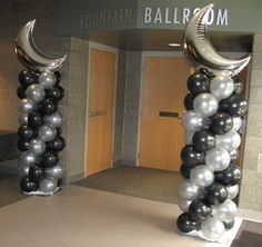 Columns with foil balloon topper