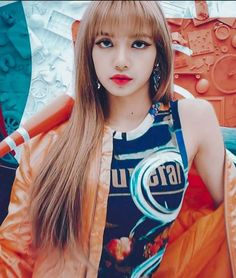 Strict attention to detail is what sets apart K-pop influencers and celebrities like BlackPink. Lisa Manoban also expressed her love for a glowing complexion, contour, and smokey eye. Blackpink Lisa, Jennie Blackpink, Kpop Girl Groups, Korean Girl Groups, Kpop Girls, Lisa Black Pink, Black Pink Kpop, Blackpink Members, Lisa Blackpink Wallpaper