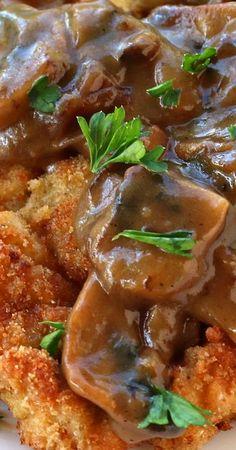 Authentic German Jägerschnitzel (Hunter Schnitzel with Mushroom Gravy) Schnitzel Recipes, Pork Schnitzel, German Schnitzel, Amish Recipes, Pork Recipes, Cooking Recipes, Cooking Courses, German Cuisine, Gourmet
