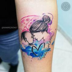 Amor de madre Tatuaje realizado con productos: @cheyenne_tattooequipment @fkirons @protonstencil @mundoskink @dynamiccolor #minitattoo #familytattoos #tattoomedellin #tatuajesmedellin #colombiatattoo #instattoo #instatattos #tatuajespequeños #blackwork #ink #tattoo2019 #tinytattoo #blacktattoo #tattooinsta #tattoobalck #littletattoo #tat2 #smalltattoo