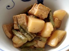 A vegan version of nikujaga (Japanese meat and potatoes), plus how to remake Japanese recipes to make them vegan