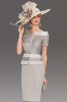 This short fitted dress has a lattice design to the top with a contrasting colour to the tiered peplum design around the waistband. It features a short sleeve which is surrounded by a boat style collar. Mother Of The Bride Fashion, Mother Of Bride Outfits, Mother Of Groom Dresses, Mob Dresses, Formal Dresses, Short Fitted Dress, Dress Outfits, Fashion Dresses, Boat Fashion